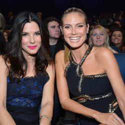 Sandra Bullock y Heidi Klum en los People's Choice Awards 2013