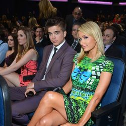 Paris Hilton y River Viiperi disfrutan de la gala de los People's Choice Awards 2013