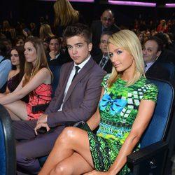Paris Hilton y River Viiperi disfrutan de la gala de los People's Choice Awards 2013
