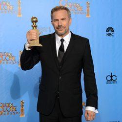 Kevin Costner, mejor actor de miniserie en los Globos de Oro 2013