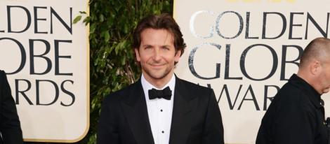 Bradley Cooper posa en los Globos de Oro 2013