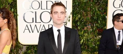Robert Pattinson en la alfombra roja de los Globos de Oro 2013