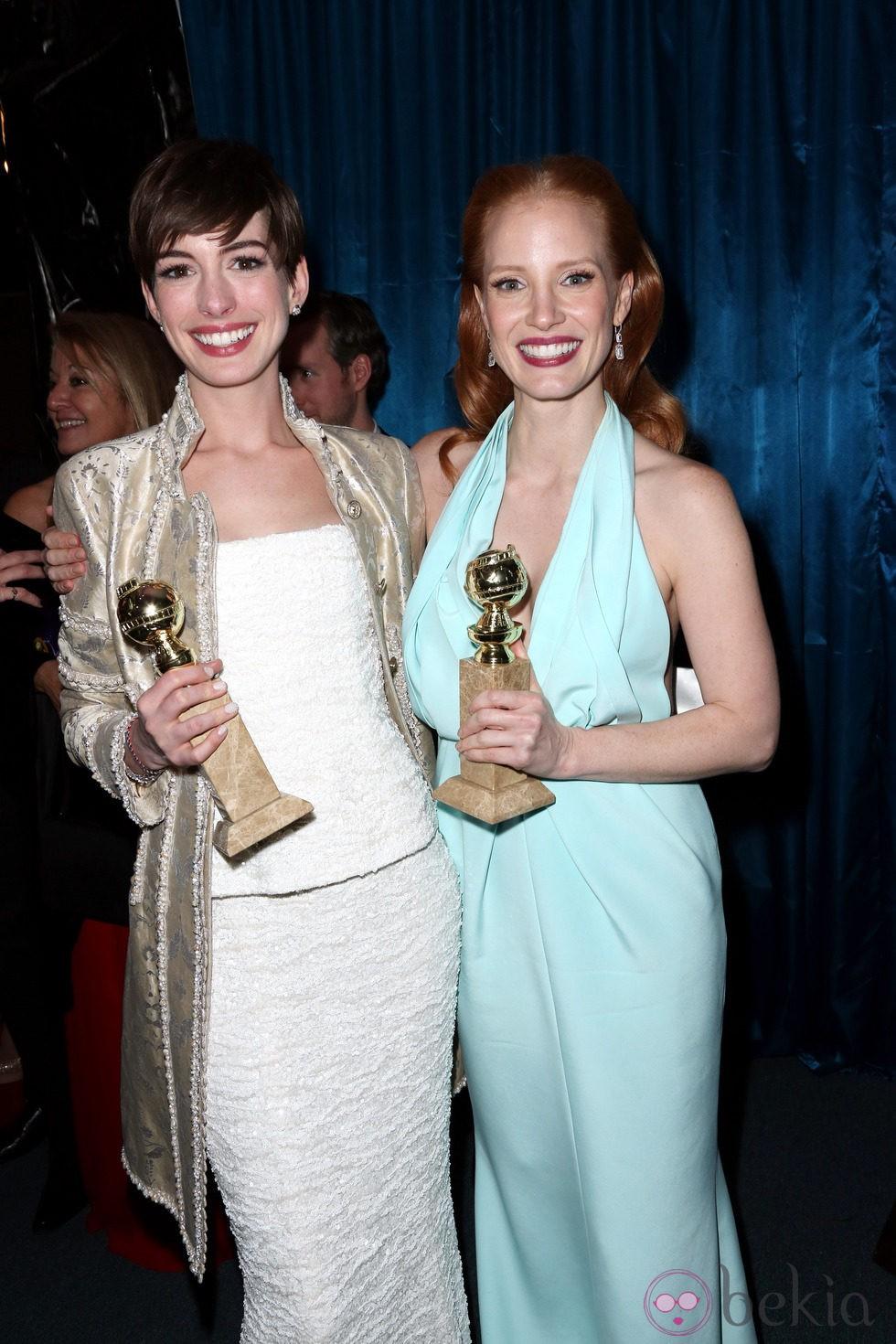 d3884b6e0df Anterior Anne Hathaway y Jessica Chastain en la fiesta de la NBC tras los Globos  de Oro