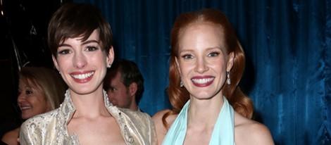 Anne Hathaway y Jessica Chastain en la fiesta de la NBC tras los Globos de Oro 2013