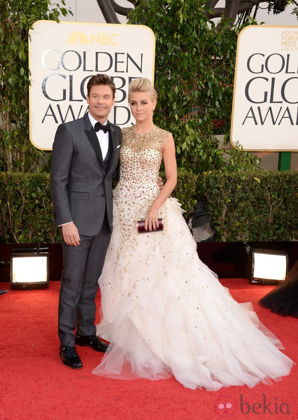 Ryan Seacrest y Julianne Hough en los Globos de Oro 2013