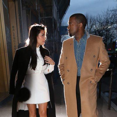 Kim Kardashian y Kanye West paseando por la ciudad de París