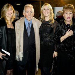 Fernando Guillén y Gemma Cuervo con sus hijas Natalia y Cayetana