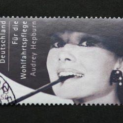 Sello con el rostro de Audrey Hepburn