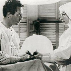 Audrey Hepburn en un fotograma de 'Historia de una monja'