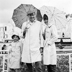 Audrey Hepburn en Disneyland junto a Mel Ferrer y su hijo Sean