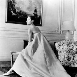 Audrey Hepburn en una sesión de fotos para Givenchy en 1958