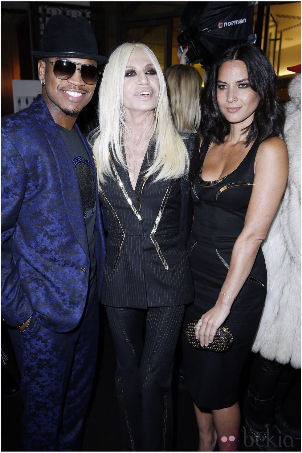 Ne-Yo, Donatella Versace y Olivia Munn en la Semana de la Moda de París otoño/invierno 2013/2014