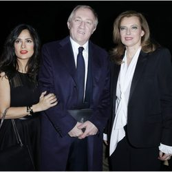 Salma Hayek, François-Henri Pinault y Valérie Trierweiler en la Semana de la Moda de París otoño/invierno 2013/2014