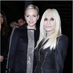 Charlene de Mónaco y Donatella Versace en la Semana de la Moda de París otoño/invierno 2013/2014