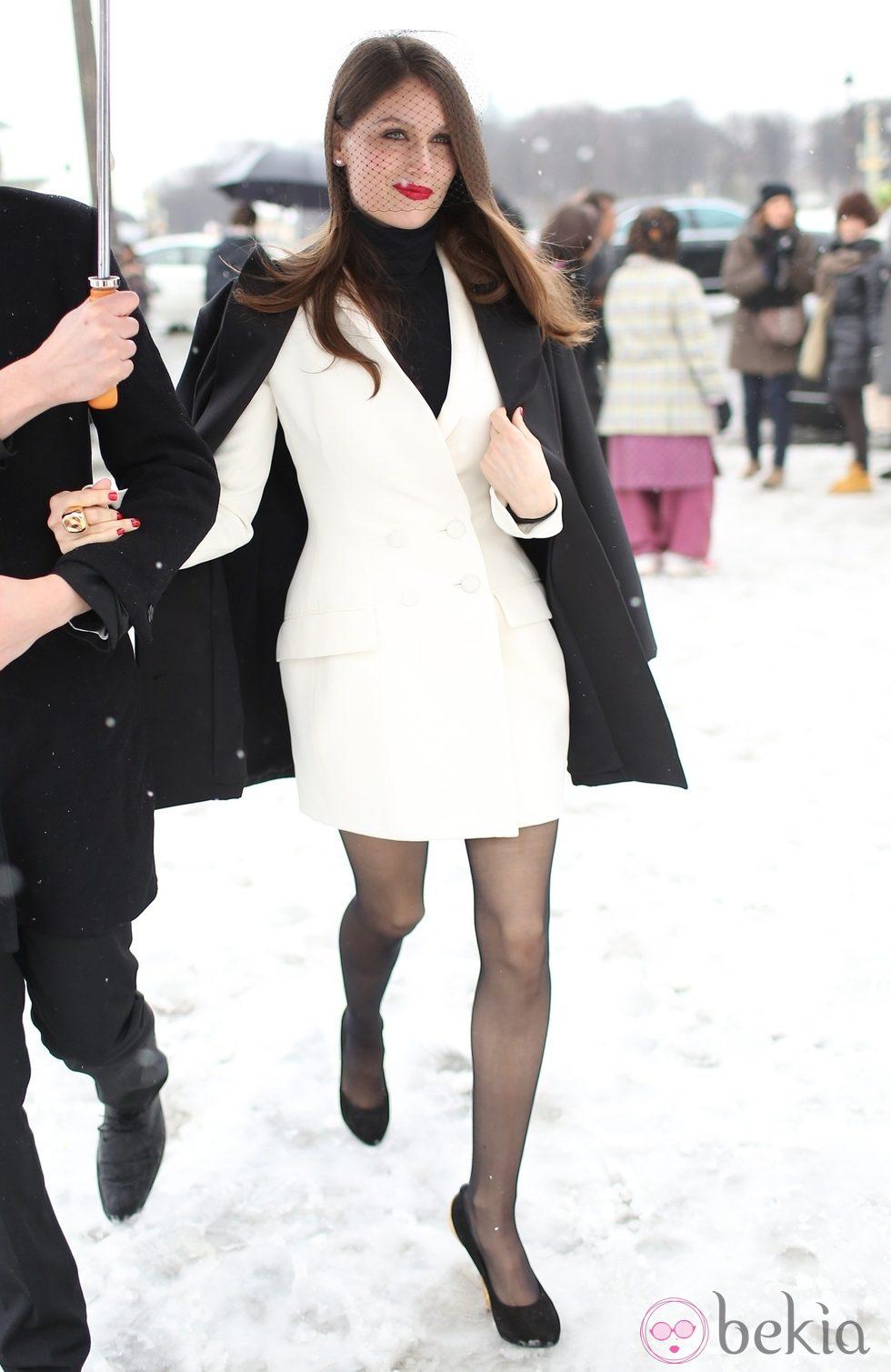 Laetitia Casta en la Semana de la Moda de París otoño/invierno 2013/2014