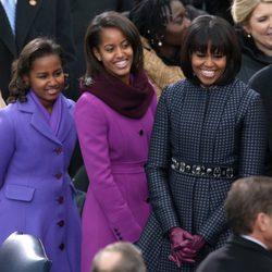 Michelle Obama y sus hijas Sasha y Malia en la toma de posesión de Barack Obama