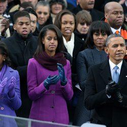 Barack Obama con su mujer y sus hijas en su toma de posesión