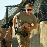 El Príncipe Harry corriendo en la base británica en Afganistán