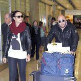 Kiko Rivera y Jessica Bueno en el aeropuerto de Barajas