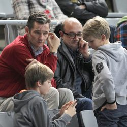 Iñaki Urdangarín con sus hijos Pablo y Miguel en un partido de balonmano