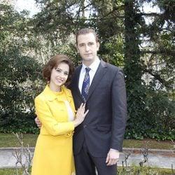 Fernando Gil y Cristina Brondo en la presentación de la miniserie 'El Rey'