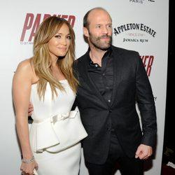 Jennifer López y Jason Statham en el estreno de 'Parker'