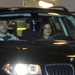 Iker Casillas y Sara Carbonero a la salida de un hospital madrileño