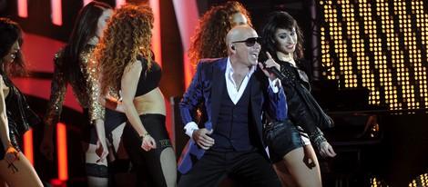 Pitbull durante su actuación en los Premios 40 Principales 2012