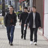 Los Jonas Brothers durante una jornada de compras