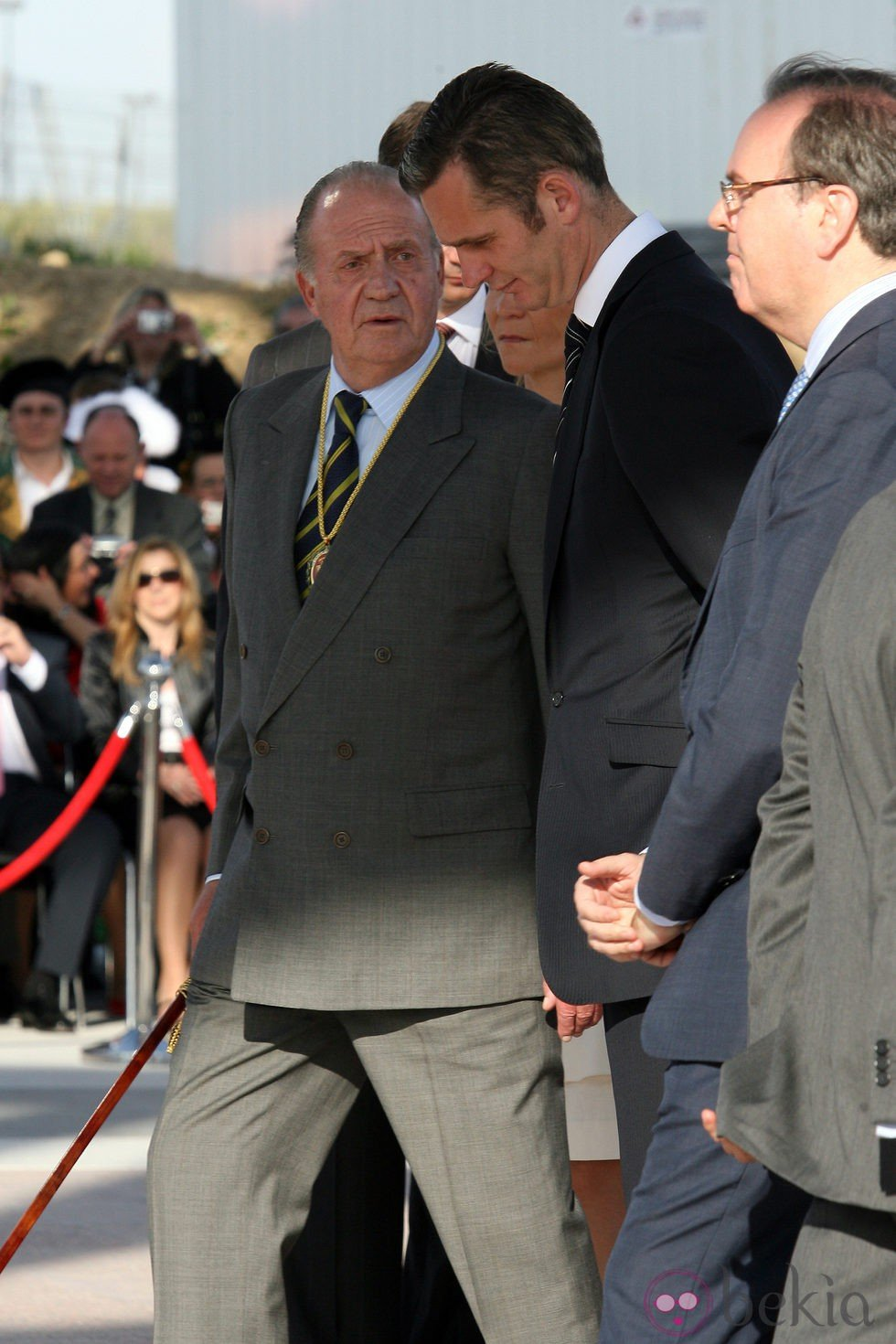 El Rey Juan Carlos hablando con Iñaki Urdangarín en 2008