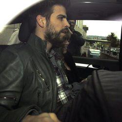 Gerard Piqué y Shakira se van a casa con su hijo Milan
