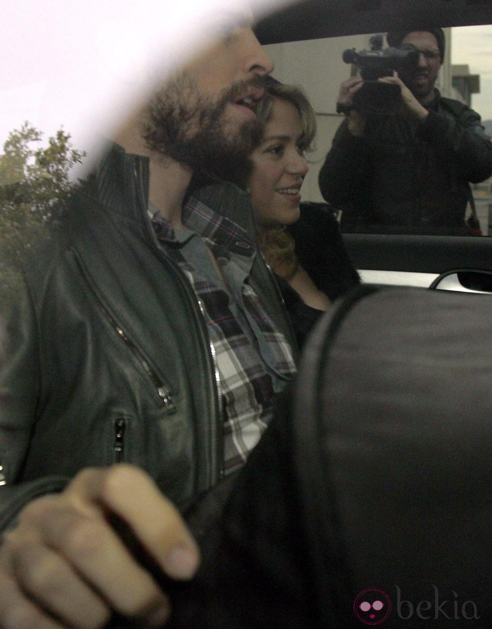 Shakira y Piqué se llevan a casa a su hijo Milan