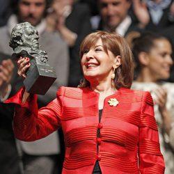 Concha Velasco levanta el Goya de Honor 2013