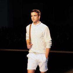 River Viiperi desfilando con la colección primavera/verano 2013 de Mango en la 080 Barcelona Fashion