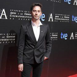 Paco Léon en la entrada de la cena de los nominados a los Goya 2013