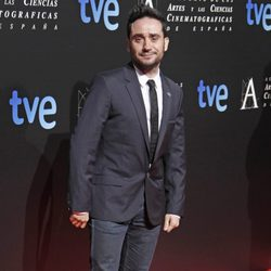 Juan Antonio Bayona en la entrada de la cena de los nominados a los Goya 2013