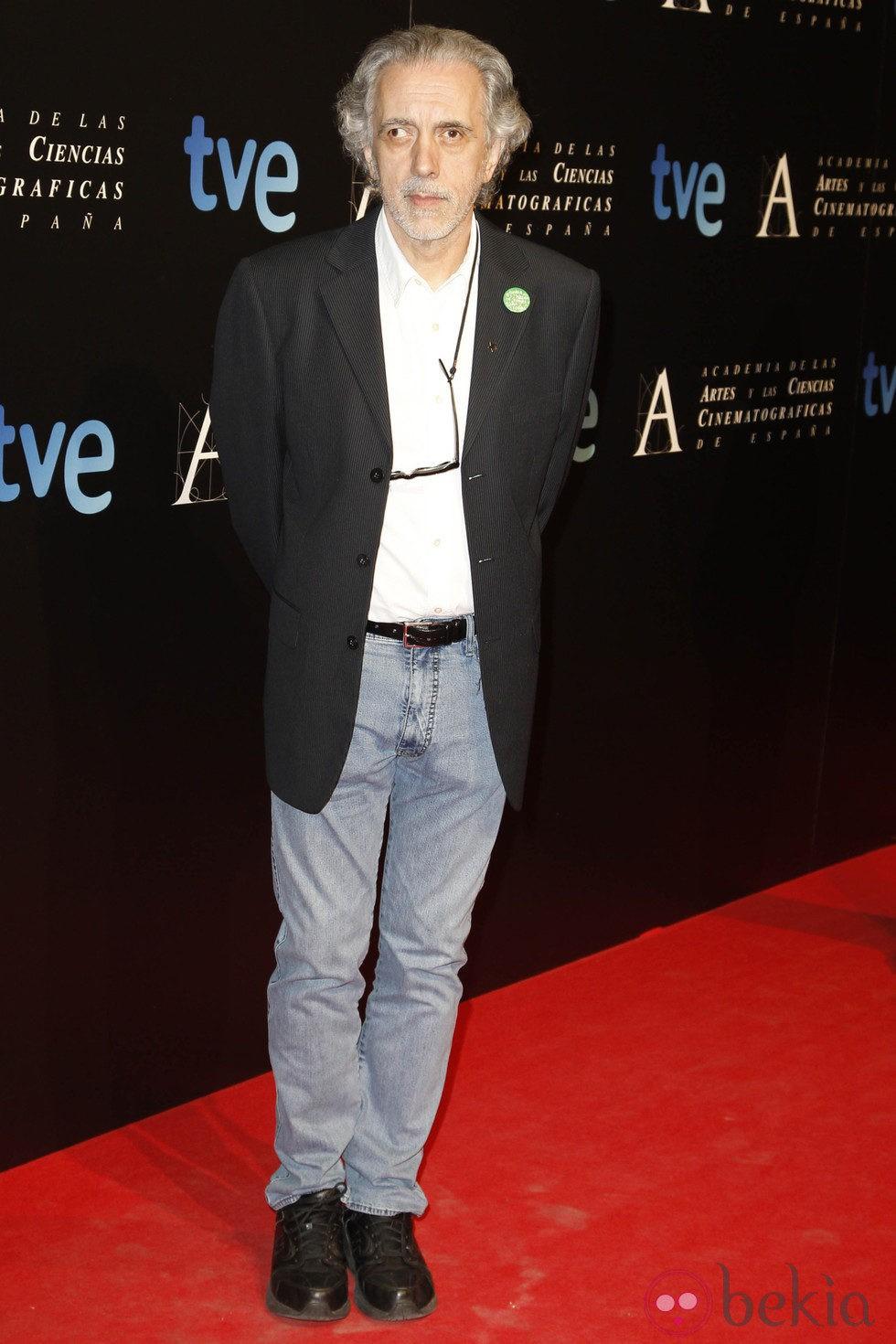 Fernando Trueba en la entrada de la cena de los nominados a los Goya 2013