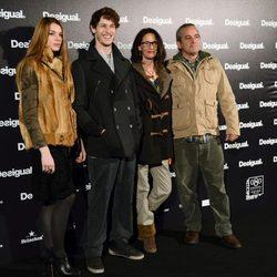 Cristina Duato, Nicolás Coronado, Paola Dominguín y su novio en la 080 Barcelona Fashion