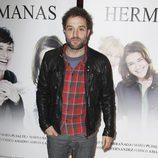 Daniel Guzmán en el estreno de la obra de teatro 'Hermanas'
