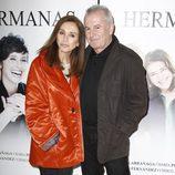 Ana Belén y Víctor Manuel en el estreno de la obra de teatro 'Hermanas'