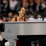 Alicia Keys durante su actuación en la Super Bowl 2013