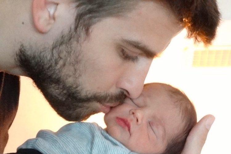 Primera foto de Milan Piqué Mebarak junto a su padre Gerard Piqué