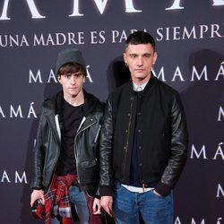 Pelayo Díaz y David Delfín en el estreno de 'Mamá'
