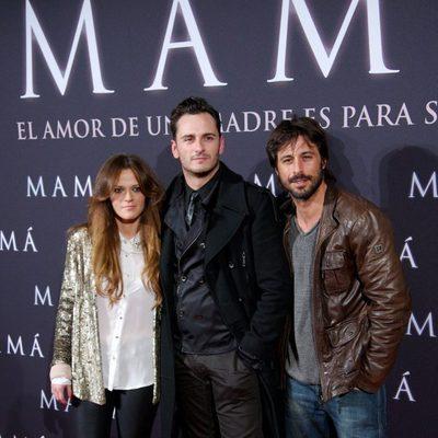 Elisabeth Ojeda, Asier Etxeandía y Hugo Silva en el estreno de 'Mamá'