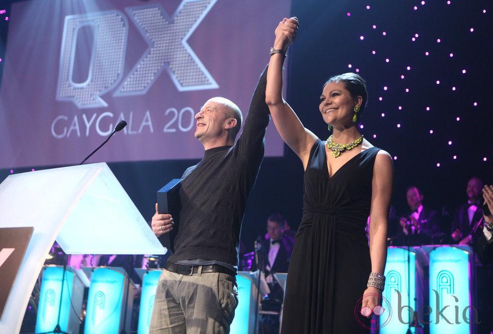 Victoria de Suecia y Jonas Gardell en la Gaygalan XQ