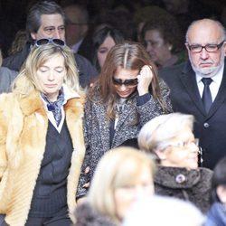 Paula Echevarría con su padres en el funeral de su abuela en Candás