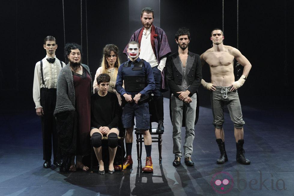 Reparto de la obra de teatro 39 ant gona 39 bekia for La cocina obra de teatro