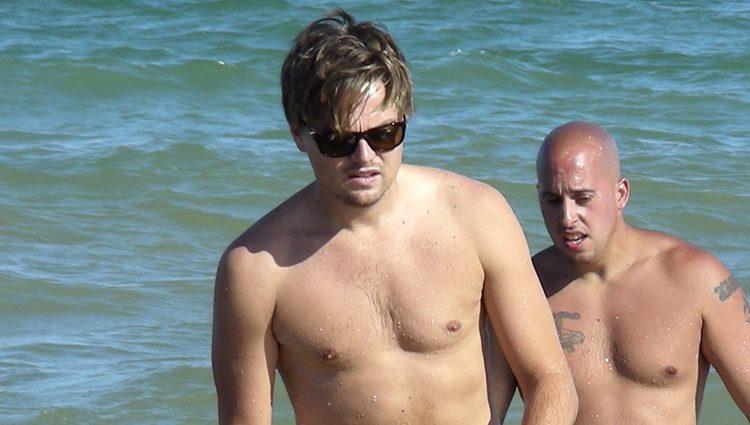 Leonardo DiCaprio con el torso desnudo