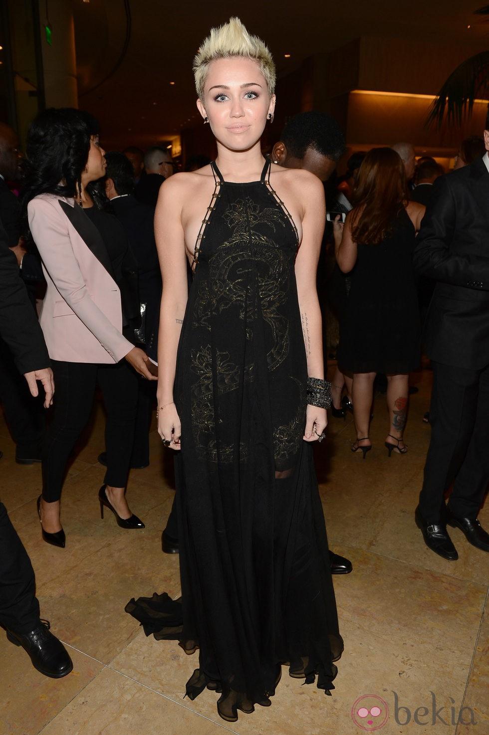 Miley Cyrus en la gala pre-Grammy 2013 - Famosos en las ... Miley Cyrus Grammys 2013