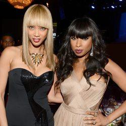 Tyra Banks y Jennifer Hudson en la gala pre-Grammy 2013